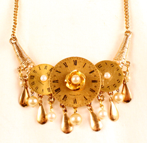 Picture of Pearl Clock Golden Necklace
